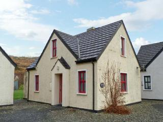 72 CLIFDEN GLEN, family friendly, country holiday cottage, with tennis in Clifden, County Galway, Ref 14176 - Clifden vacation rentals