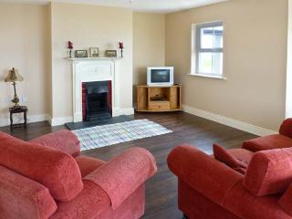 JOSIE'S HOUSE, spacious accommodation, sea views, en-suites, large gardens, in Fethard-on-Sea, Ref 16754 - Fethard On Sea vacation rentals