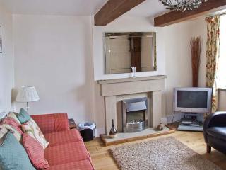 HEATHYLEE, character accommodation, garden, off road parking, in Longnor, Ref 7800 - Longnor vacation rentals