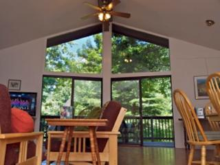 Perfect 2 bedroom Guerneville House with Deck - Guerneville vacation rentals