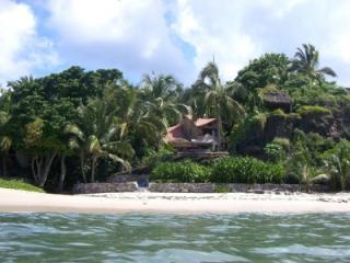 Villa on private surfing beach: prices for 2-10 pp - La Cruz de Huanacaxtle vacation rentals
