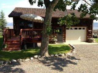 Perfect 2 bedroom House in Cody with Deck - Cody vacation rentals