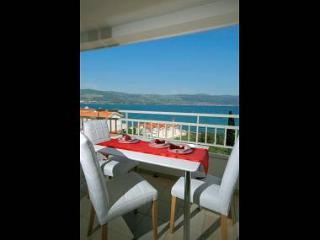 5684  A1(2+2) - Slatine - Island Ciovo vacation rentals
