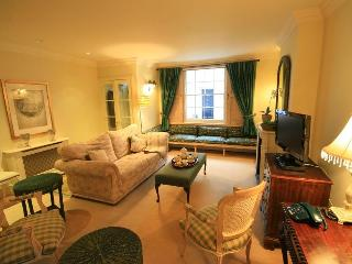 Charming 2 Bedroom Mews House in Chelsea/South Ken - London vacation rentals