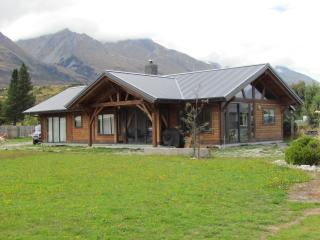 Perfect House with Cleaning Service and Microwave - Glenorchy vacation rentals