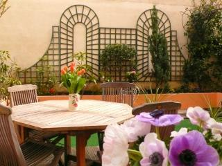 A charming apartment with a garden in the heart of the Grenelle shopping district near the Eiffel Tower - Paris vacation rentals