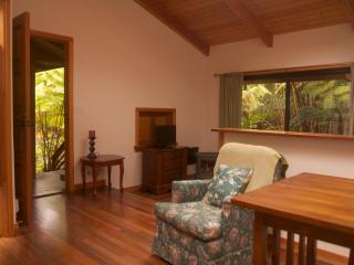 Hiker's Rainforest Retreat, Near The Park Entrance - Volcano vacation rentals