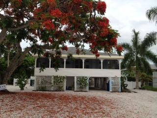 THE PARADISE COTTAGE- Great rates! - Fort Myers Beach vacation rentals