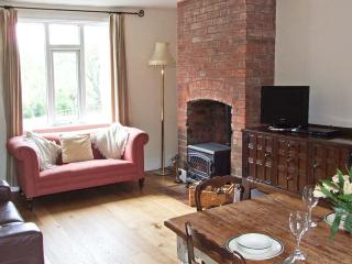 PEACEFUL COTTAGE, character accommodation, woodburner, rural setting, walks on farm in Madley, Ref 15027 - Hereford vacation rentals
