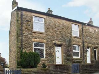14 YEARDSLEY LANE, private patio, close to village amenities, in Furness Vale, Ref 8800 - England vacation rentals