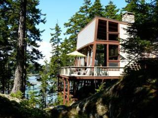 3 bedroom House with Linens Provided in Stonington - Stonington vacation rentals