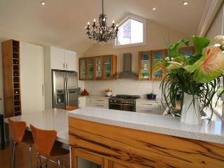 Topiary Haven Garden Apartment .. 5 mins from CBD - Launceston vacation rentals