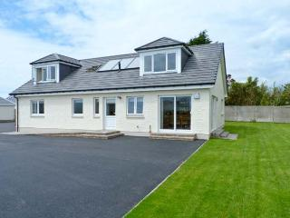 THE QUARE PLACE, detached cottage, four bedrooms, woodburning stove, sea views - Southerness vacation rentals