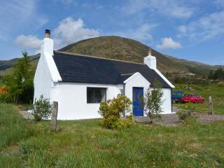1A KYLERHEA, seaside location, woodburning stove, all ground floor, lovely views in Kylerhea, Ref 17274 - Mallaig vacation rentals