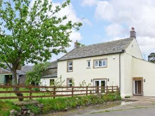 CHIMNEY GILL, on working farm, woodburner, en-suites, in Sebergham village Ref 9984 - Penrith vacation rentals