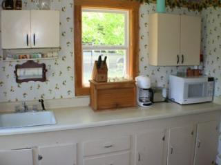 2 bedroom House with Linens Provided in East Blue Hill - East Blue Hill vacation rentals