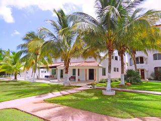 Perfect House with A/C and Shared Outdoor Pool - Puerto Yucalpeten vacation rentals