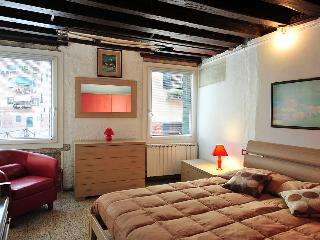 BIENNALE  APARTMENT-CANAL VIEW - City of Venice vacation rentals