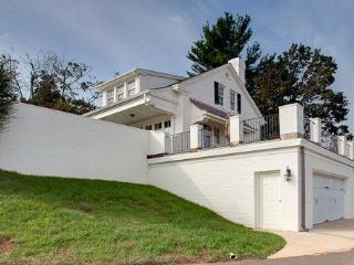 Kenridge Carriage House - lctd in Farmington area - Charlottesville vacation rentals