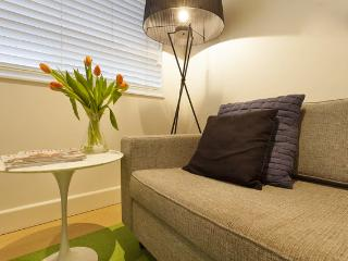 Charming 1 bedroom Melbourne Apartment with Internet Access - Melbourne vacation rentals