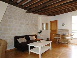 Authentic Marais Temple apartment 50m2 4 sleeps - Paris vacation rentals