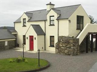 Upsidedown house!! Living area upstairs to avail of more sunlight.  Bedrooms downstairs. - The Stable - Skibbereen - rentals