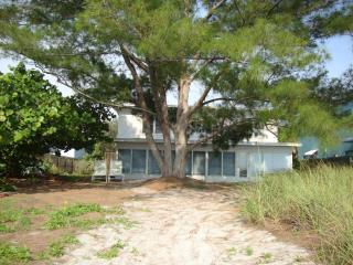 "BEACHFRONT HOUSE 4BR/2BA  ""Beach Bum's House""   Pe - Indian Shores vacation rentals"