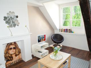 Rue Ste Croix. Fabulous & Peaceful Studio in the Heart of the Marais in an - 4th Arrondissement Hôtel-de-Ville vacation rentals