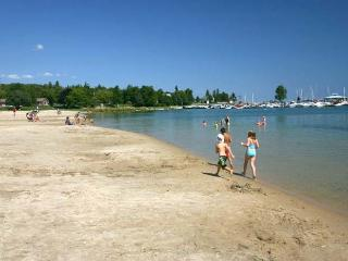 Minny's Beach House cottage (#720) - Ontario vacation rentals