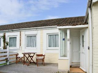 PRIMROSE COTTAGE, detached, single storey cottage, romantic retreat, beach close by, in Beadnell, Ref 17390 - Beadnell vacation rentals