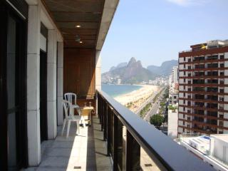 Amazing 3 Bedroom in front of Ipanema Beach!!! - Niteroi vacation rentals