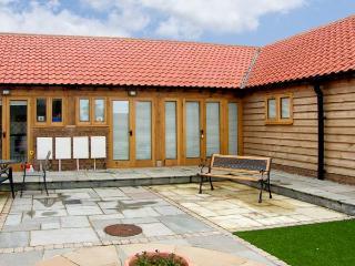 5c HIDEWAYS, attractive cottage minutes from beach, open plan living, ideal touring base in Hunstanton Ref 8745 - Hunstanton vacation rentals
