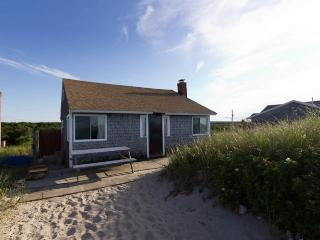 Cozy 3 bedroom East Sandwich Cottage with Deck - East Sandwich vacation rentals