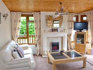 LANGDALE LODGE 15, on-site swimming pool, shore of Lake Windermere, deck with furniture on White Cross Bay Ref 18071 - Troutbeck Bridge vacation rentals