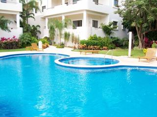 Palmar del sol 202. 2 Bedroom apartment. Garden View. Downtown. Free Wifi. - Playa del Carmen vacation rentals