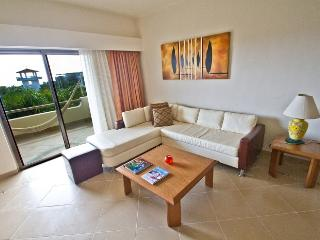 Riviera Maya Suites 3 Bedroom apartment with garden view.On downtown.Free wifi. - Playa del Carmen vacation rentals