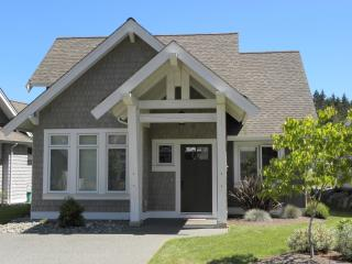 Sunny 3 bedroom Qualicum Beach House with Deck - Qualicum Beach vacation rentals