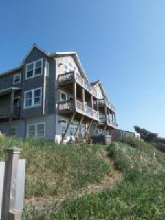 Cozy Ocean Front Condo-Hot Tub-Sleeps 4/6, King Bed - Image 1 - Oregon Coast - rentals
