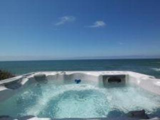 Glimmering Sands Oceanfront-HotTub-King Bed, Firep - Lincoln Beach vacation rentals