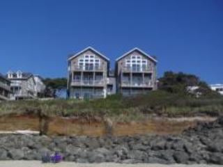 Oceanfront for 4/6 Large Hot Tub, King Bed, Pups Welcome - Image 1 - Lincoln Beach - rentals