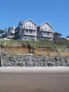 Luxury Waterfront in Bella Beach, King Bed, Hot Tub - Image 1 - Oregon Coast - rentals