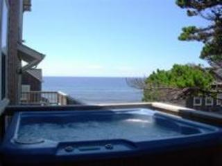 Watch the Waves  2 + BR, King Beds, Hot Tub, Flat Screen TV's - Lincoln Beach vacation rentals