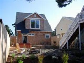 Family Cottage, Game Room, Fire Pit, Hot Tub, Bikes - Oregon Coast vacation rentals