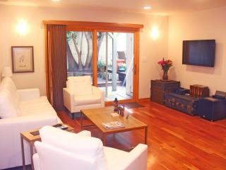 Luxury 1 Bedroom Unit, Walk to Beach. Sleeps 4. - Venice Beach vacation rentals