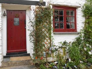 TUCKERMARSH RIVER COTTAGE 2, river frontage, jetty, woodburning stove in Bere Alston Ref 16511 - Devon vacation rentals