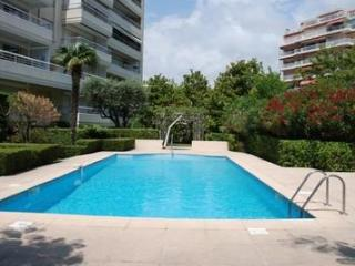 Golden Gate 1 Bedroom Cannes Flat with a Pool and Balcony - Cannes vacation rentals