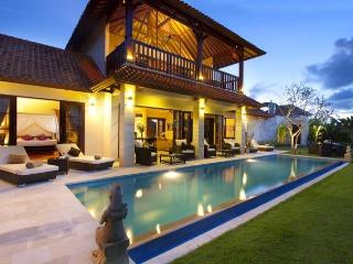 Bright 3 bedroom Villa in Kerobokan with Internet Access - Kerobokan vacation rentals