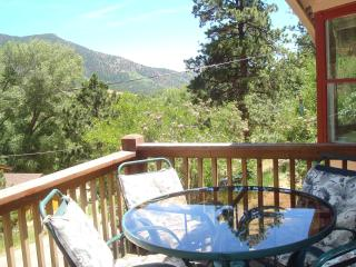 ROCKY MOUNTAIN RETREAT: MT VIEW PIKE NAT'L FOREST - Colorado Springs vacation rentals