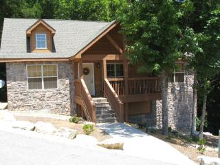 Beautiful, Cozy Cabin in Gated Golf Community - Branson vacation rentals