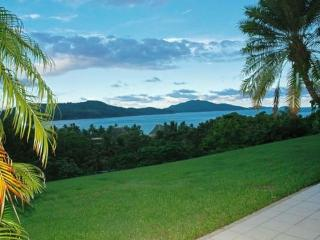 Nice Condo with A/C and DVD Player - Hamilton Island vacation rentals